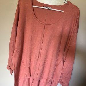 Sparkly peach sweater Jennifer Lopez